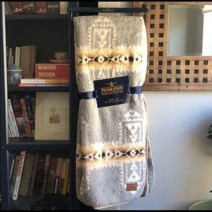 PENDLETON Aztec Sherpa Fleece Throw Blanket soft